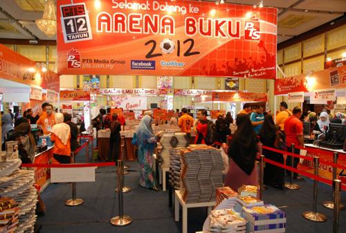 Suasana booth PTS di PBAKL 2012