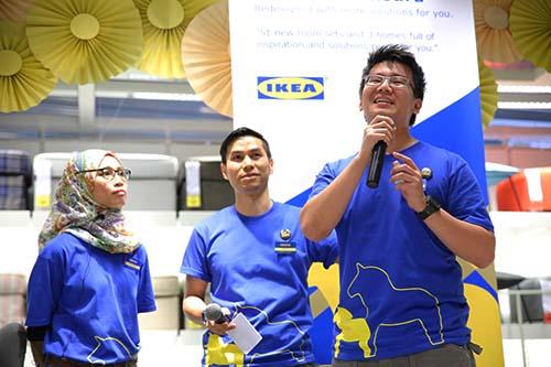 Pasukan projek yang bertanggungjawab menaiktaraf gedung (L-R Srihawa Samsuri; Rudy Ariff; Jason Chong)