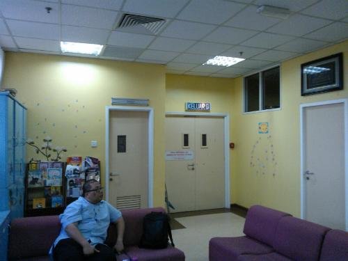 Ruang rehat pediatrik 4D_pintu ke bilik lain