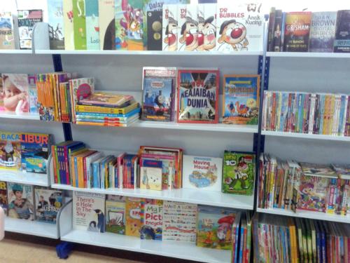 Sebahagian 700 buku yang disumbangkan