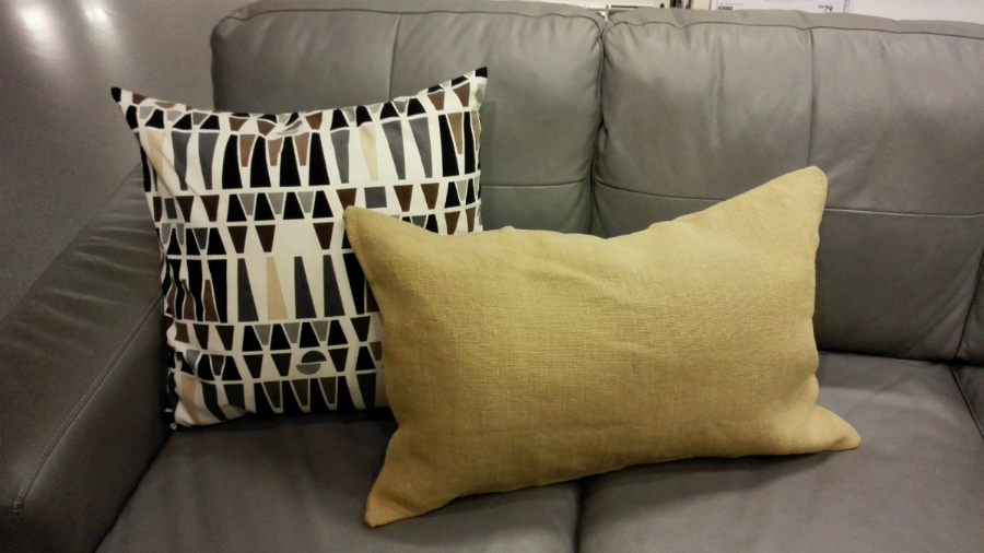 dua kusyen sofa