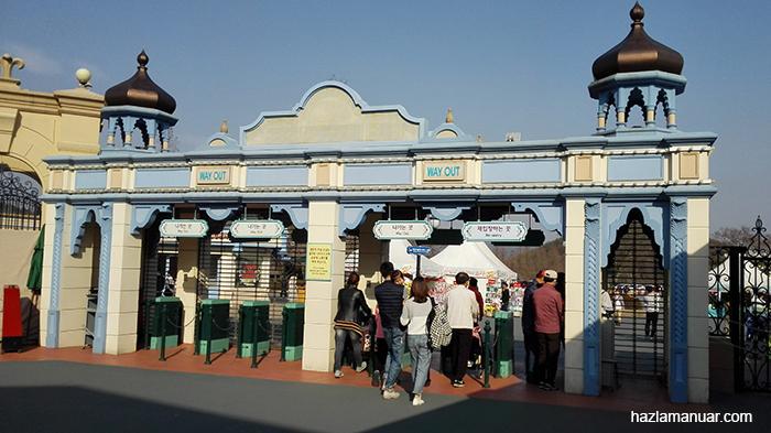 Gerbang pintu keluar
